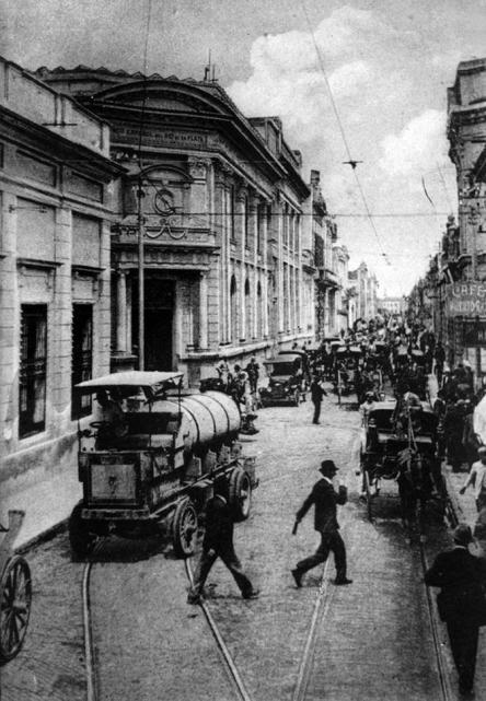 Fuente: http://www.lagaceta.com.ar/nota/701217/sociedad/mira-10-mejores-fotos-antiguas-ciudad.html